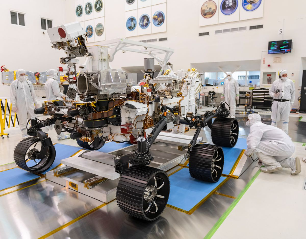 Watch NASA's Mars 2020 Rover Ace Its 1st Test Drive (Video)