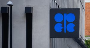 OPEC+ committee struggles for consensus on emergency meeting, extends talks for third day