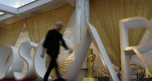 Hanks, Fonda and more stars amuse at Oscars rehearsals